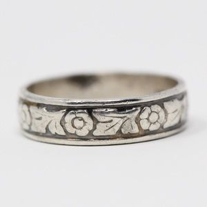 Jewelry - VINTAGE Sterling Silver Floral Band Ring 8.75